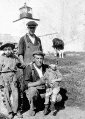 Photo: John Purington and children, circa 1920